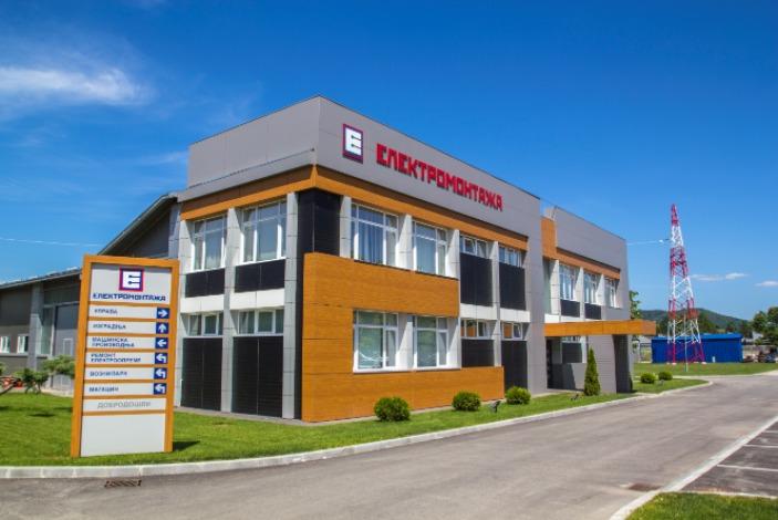 Direktor des Nationalen Arbeitsvermittlungsbüros auf Besuch in Elektromontaža